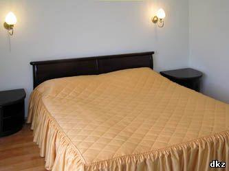 Двуспальная кровать номера полулюкс